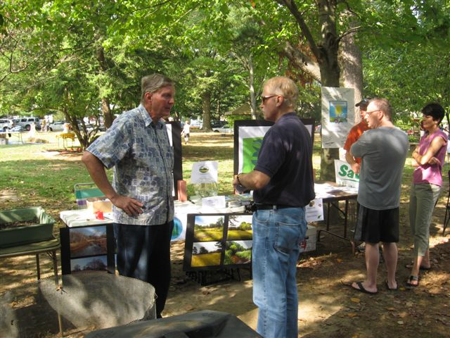 Harvest Craft Fair: WEC chairman Rich Dilks (left).